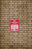 Brick wall with no parking sign on a street. In New York Stock Photo