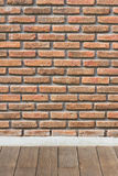 BRICK WALL WITH WOODEN FLOOR Royalty Free Stock Images