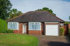 Bricked красным цветом дом семьи Стоковое Изображение RF