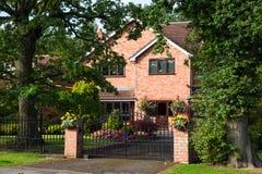 红色bricked家庭房子 免版税库存图片
