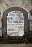 Bricked-up dörr i gammal byggnad Royaltyfria Foton