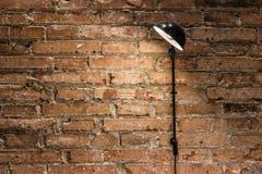 Bricked-Wand und eine Lampe Lizenzfreies Stockfoto