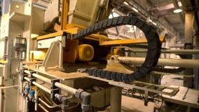 Brickfield Ansicht der modernen Maschine in der Werkstatt stock video