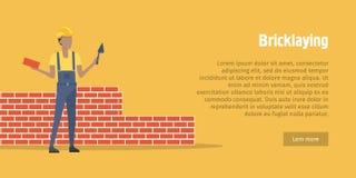 bricklaying Trabalhador com espátula, tijolo nas mãos ilustração royalty free