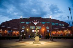 Bricktown stadium Oklahoma City no por do sol fotografia de stock