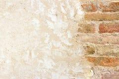 Brickwall con la pared enyesada Foto de archivo libre de regalías
