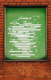 Brickwall met grungy blinden royalty-vrije stock afbeeldingen