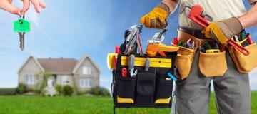 Bricoleur de constructeur avec des outils de construction image stock