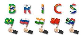 BRICS association de 5 pays Brésil Russie l'Inde La Chine l'Afrique du Sud Prise de main d'homme d'affaires et mât de drapeau de  photographie stock