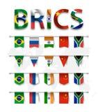 BRICS un'associazione di 5 paesi Brasile La Russia L'India La Cina La Sudafrica e varia bandiera di nazione di forma di paese m. illustrazione di stock