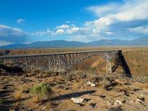 Bridżowy Rozciągający się rio grande wąwóz w Nowym - Mexico obrazy royalty free
