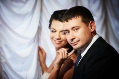 BridÑ en bruidegom op huwelijksdag Stock Foto