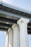 Bridżowe kolumny w niebie obrazy royalty free