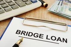 Bridżowej pożyczki schowek na biurku i forma obrazy stock