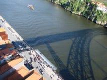 bridżowy miasta budowy douro nad część Porto Portugal rzeką Portugalia Miastowi krajobrazy historyczni miasto tereny i sceniczni  obraz royalty free