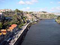 bridżowy miasta budowy douro nad część Porto Portugal rzeką Portugalia Miastowi krajobrazy historyczni miasto tereny i sceniczni  obrazy stock