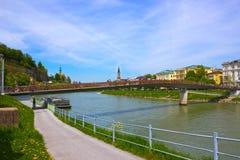 Bridżowy ogrodzenie zakrywający z kędziorkami w Salzburg Fotografia Stock