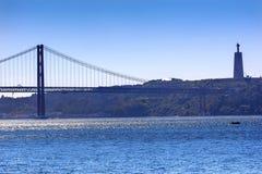 Bridżowy Ponte 25 Kwiecień Tagus Rzeczny Belem Lisbon Portugalia Fotografia Stock