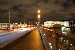 Bridżowy poręcz na nocy Zdjęcie Stock