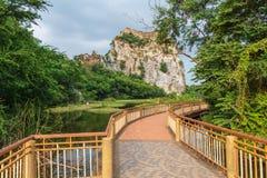 Bridżowy przejście wzdłuż wody obrazy royalty free