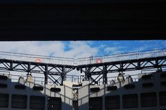 Bridżowy szczegół błękit nieba chmury tła Fotografia Stock