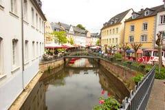 Bridżowy widok w centre Saarburg, Niemcy, Europa zdjęcie stock