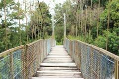 bridżowy wiszący drewniany obrazy stock