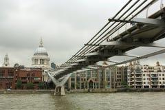 bridżowy katedralny milenium Paul s st Zdjęcie Stock