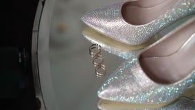 Bridal ботинки моды и обручальные кольца видеоматериал