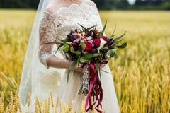 Bridal букет в руках невесты, bridal аксессуарах, weddin Стоковые Изображения RF