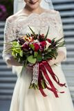 Bridal букет в руках невесты, bridal аксессуарах, weddin Стоковое фото RF