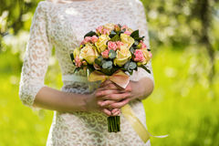 Bridal букет в руках невесты, bridal аксессуарах, weddin Стоковые Фотографии RF