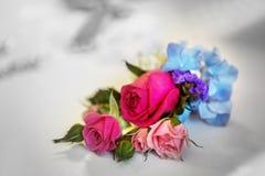 Bridal букет при роза белизны и пинка на день свадьбы wedding f Стоковые Изображения
