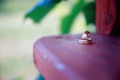 Bridal кольца на деревянной поверхности Стоковые Изображения RF