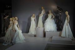 Bridal платья на манекенах увидены на здравице к палате Тони: Специальное Bridal собрание Стоковое Изображение RF