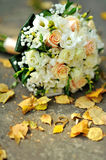 Bridal bouquet and golden wedding rings Stock Photos