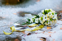 Bridal bouquet on the ice Royalty Free Stock Photos