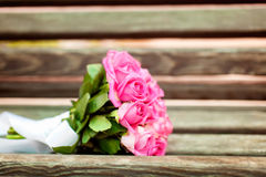 Bridal bouquet of roses on the bench Royalty Free Stock Photos