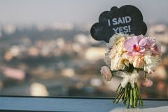 Free Bridal Bouquet With I Said Yes Sign Royalty Free Stock Photo - 122115785