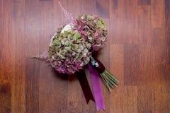 Bridal bukiet na drewnianej podłoga Fotografia Royalty Free