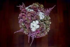 Bridal bukiet na drewnianej podłoga Zdjęcia Royalty Free