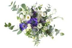 Bridal bukiet róże i ornamentacyjni maczki w tle Obrazy Stock