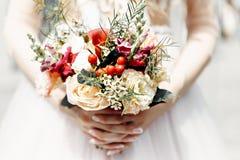 Bridal bukiet w r?ce zdjęcia stock