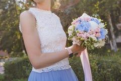 _ Bridal bukiet w rękach Zdjęcie Royalty Free