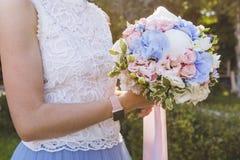 _ Bridal bukiet w rękach Fotografia Royalty Free