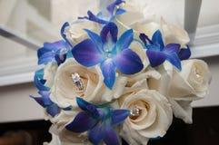 Bridal couquet z obrączkami ślubnymi Obrazy Royalty Free