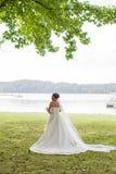 Bridal formalny blisko jeziora Zdjęcia Stock