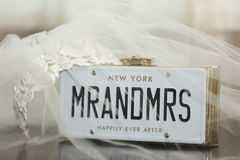 Bridal przesłona z Mr plakat i Mrs Obrazy Royalty Free