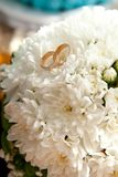 Bridal rings on flowers Royalty Free Stock Photos