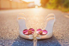 Bridal shoes and wedding rings Royalty Free Stock Photos